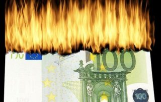 Burning €100 note