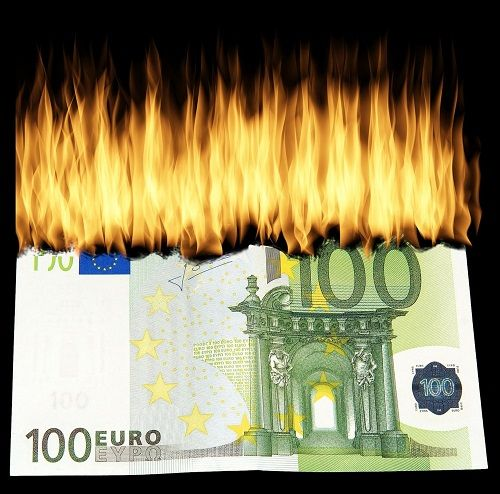Hořící 100eurová bankovka